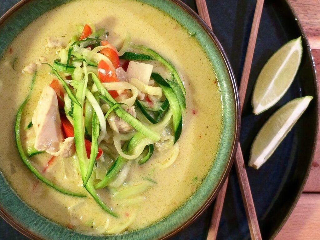 Thai suppe med kylling og kokosmælk