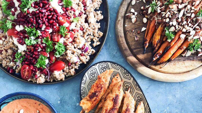 Speltsalat med granatæble og fetaost