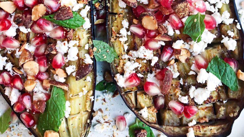 Bagte auberginer med granatæble og fetaost