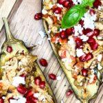 Bagte auberginer med kylling og granatæble