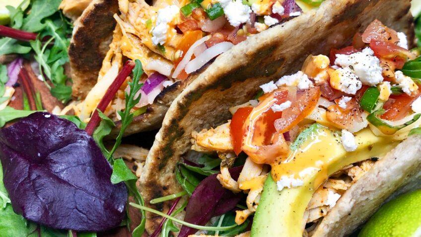 Hjemmelavede tacos med pulled chicken