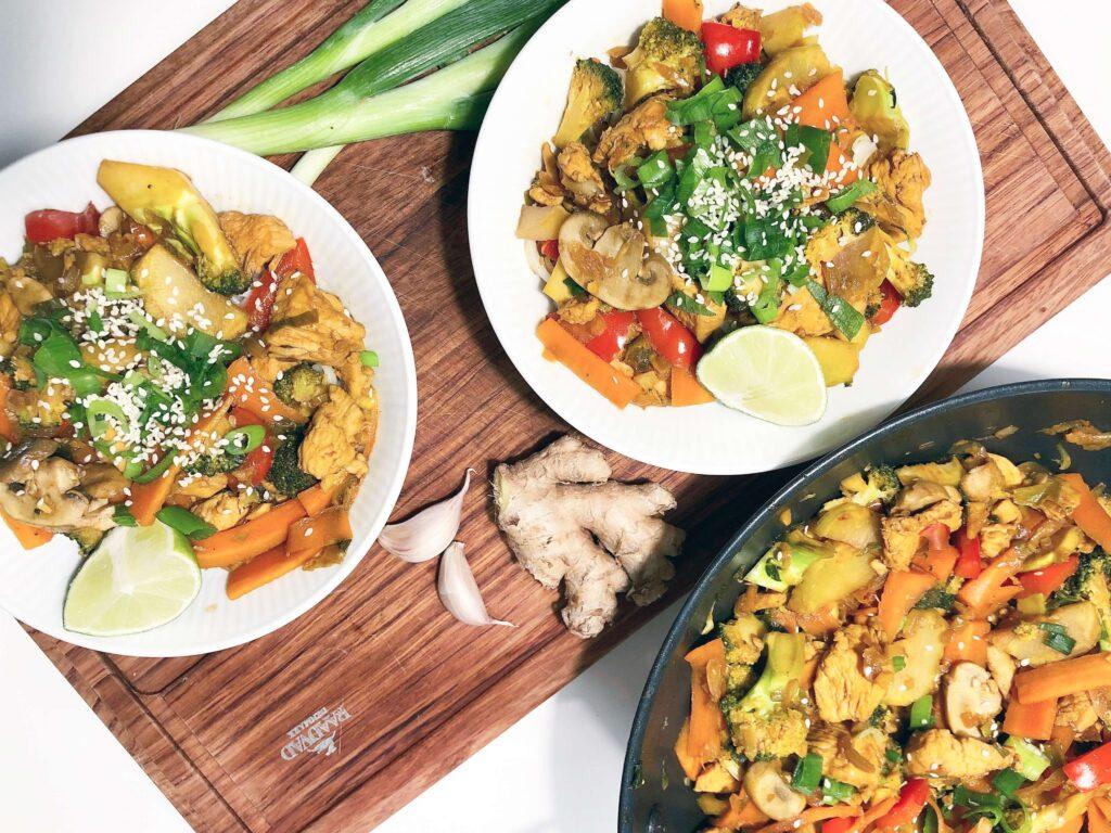 Sund wok med kylling og grøntsager