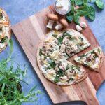 Tortilla pizza med kylling og ricotta