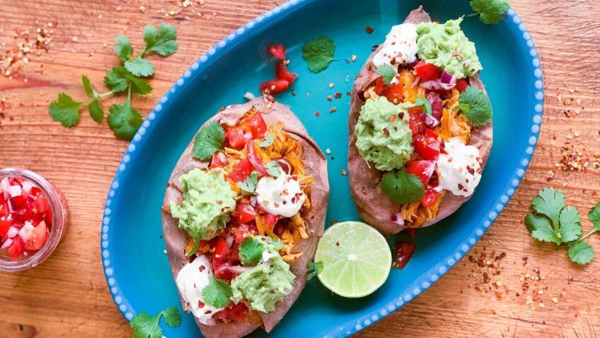 Bagt sød kartoffel med mexicansk fyld
