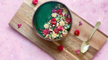 Grøn smoothie bowl med spirulina