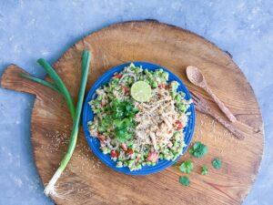 Asiatisk quinoasalat med edamame og kylling
