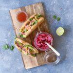 Asiatiske gourmet hotdogs med kylling