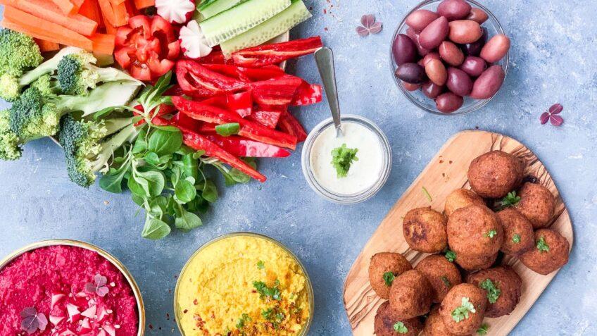 Hjemmelavet falafel med persilledressing