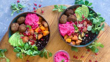 Bowl med hampe falafler og grønt