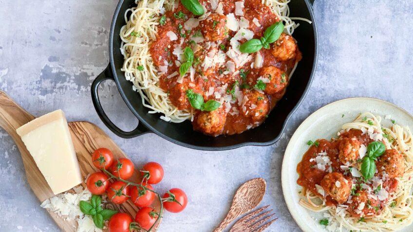 Spaghetti med kødboller af kylling