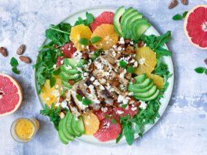 Citrussalat med kylling og fetaost