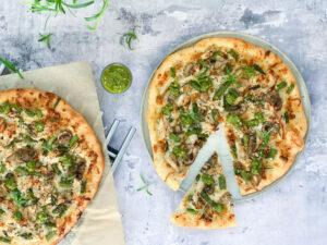 Pizza med kylling og grønt
