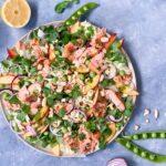 Sund salat med varmrøget laks
