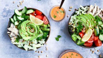 Salatbowls med kylling og grønt