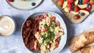 scrambled egg med kylling og bacon