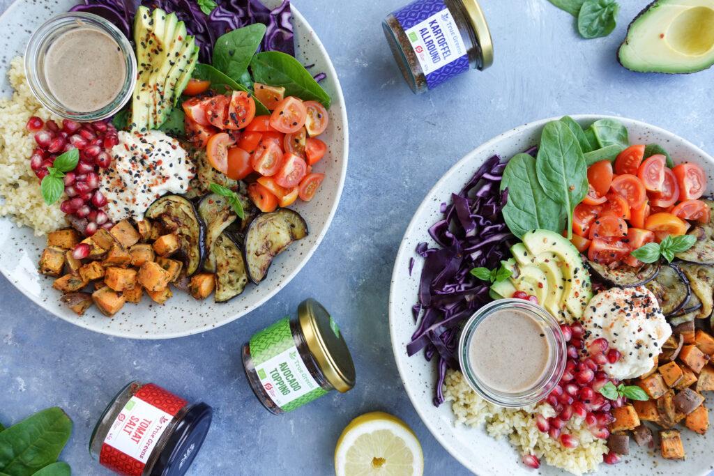 vegansk bowl med hummus og grønt